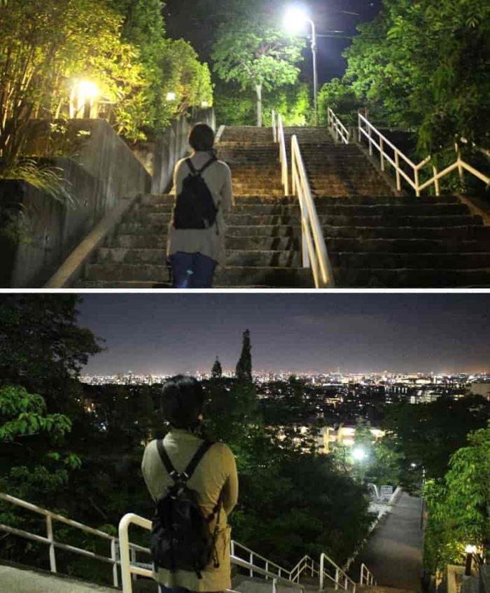 階段上の歩道から眺める夜景です。