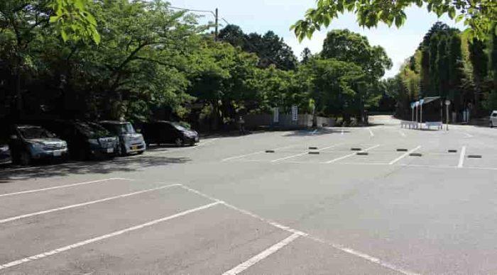 神呪寺の無料駐車場です。