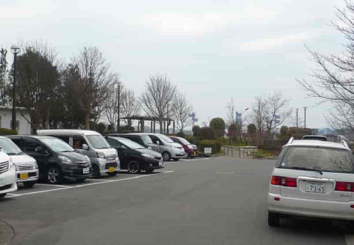 『下河原緑地』の駐車場です。