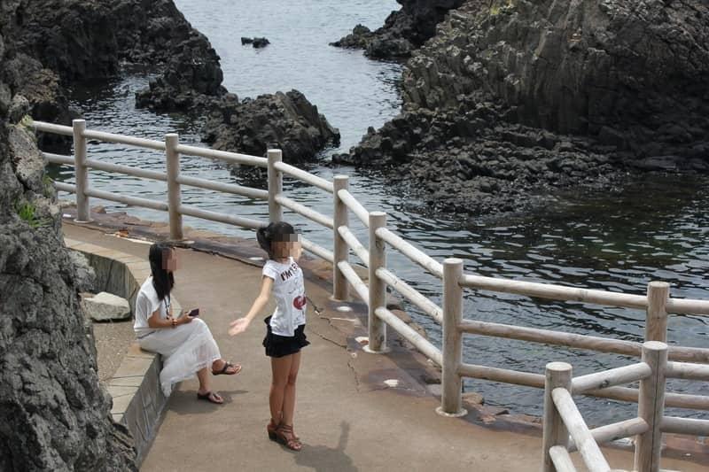 越前松島の素晴らしい景観を満喫しています。