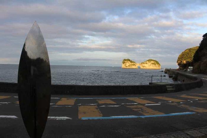 円月島の夕景の一番の観賞ポイントです。