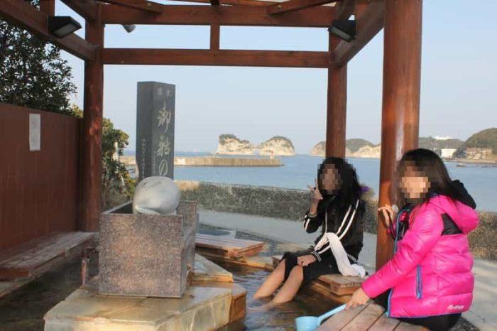 御船足湯をしながら円月島の観賞が出来ます。