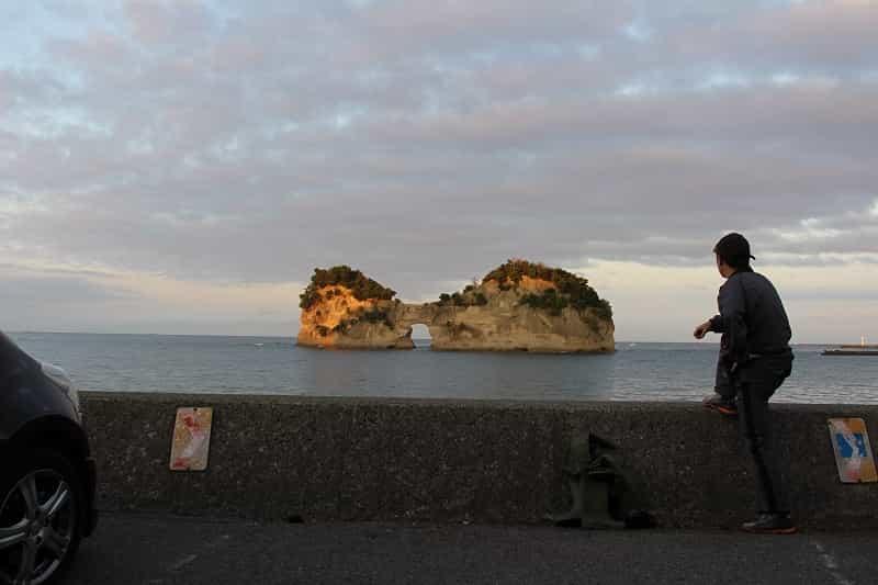 円月島の佇まいの景色です。