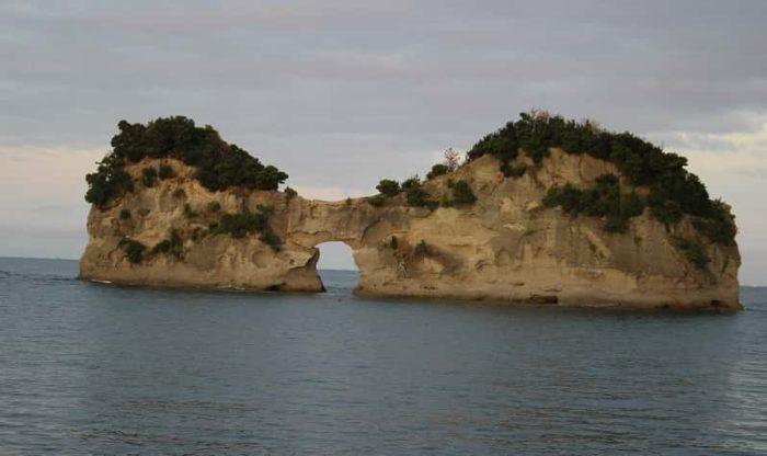 国の名勝に指定されている円月島です。