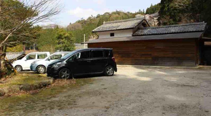 延寿院にある駐車スペースです。