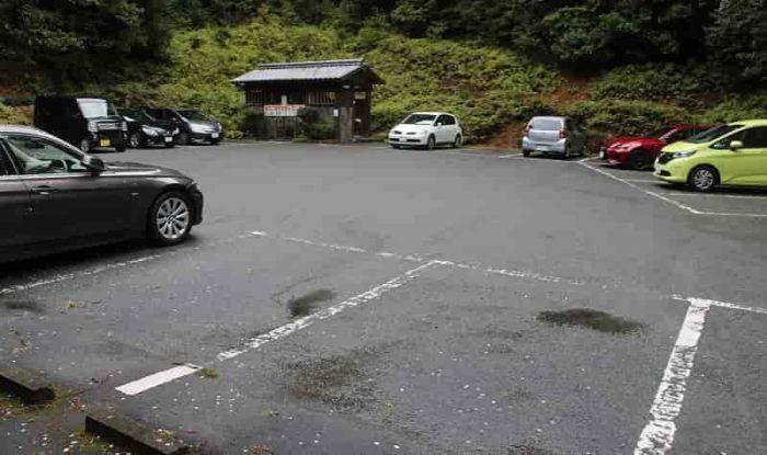恵利原の水穴にある専用駐車場です。