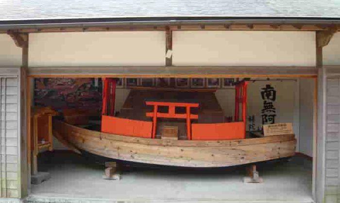 復元された「補陀落渡海船」です。