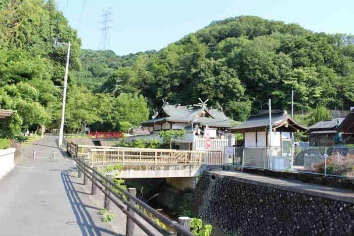 源氏の滝に向けて歩き出します。