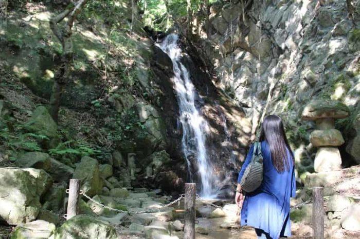 落差18mの名瀑「源氏の滝」です。