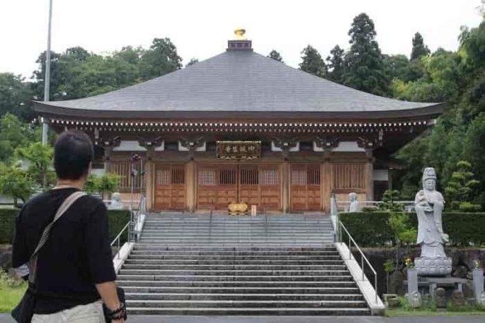 『御誕生寺』の本堂です。