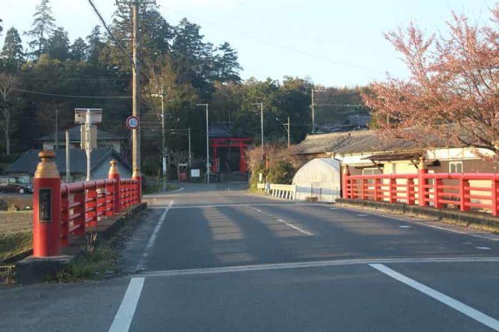 予野川に架かる宮前橋を渡ります。