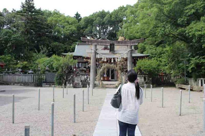 機物神社の『拝殿』と『本殿』です。