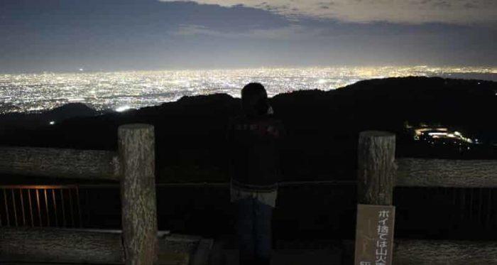 東六甲展望台から眺めた夜景です。