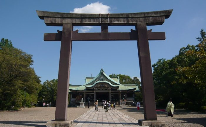 大阪城公園内にある「豊國神社」です。