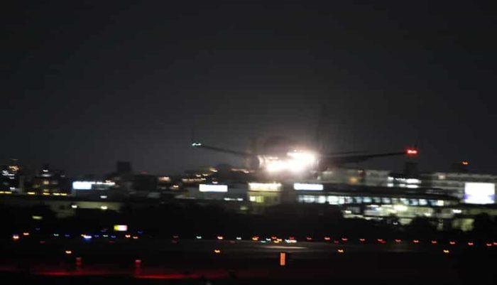 夜の飛行機の姿も格別です。