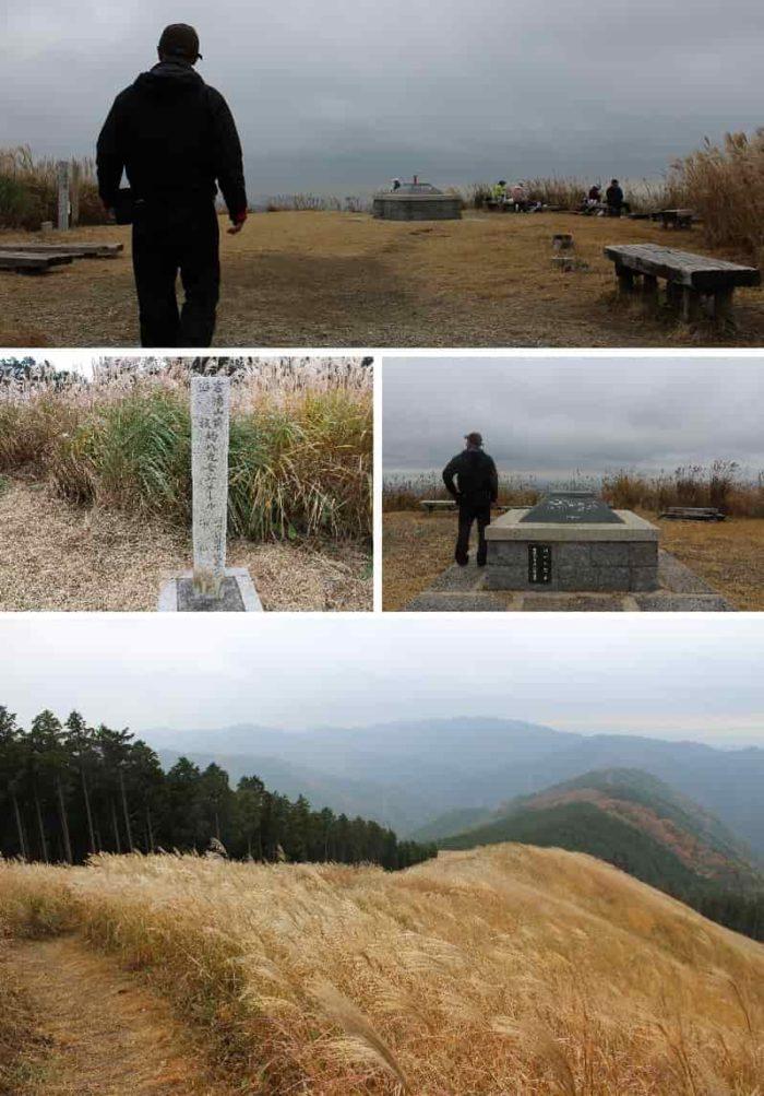 岩湧山山頂に広がるススキの草原です。