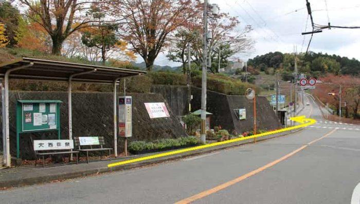 「南青葉台口」のバス停留所です。