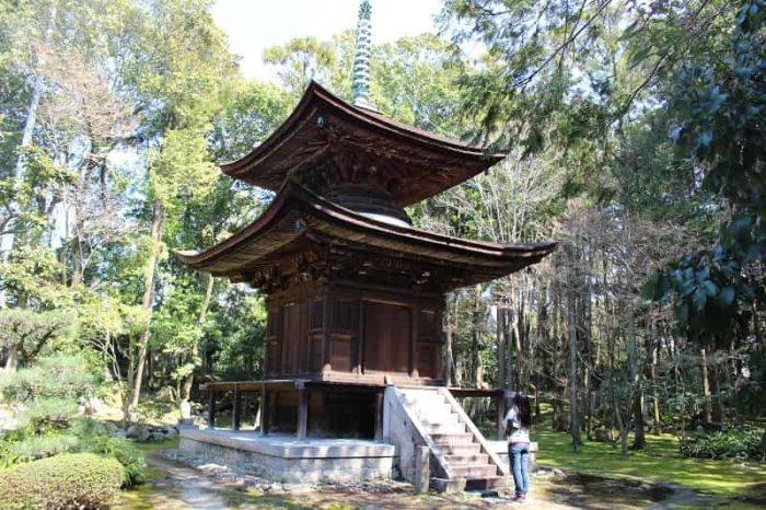 慈眼院の境内に建つ国宝の多宝塔です。
