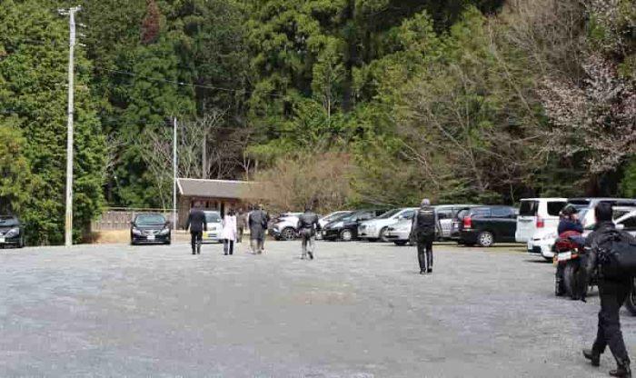 常照皇寺の無料駐車場です。