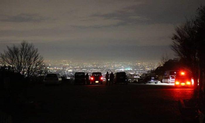 最前列は車内で夜景観賞できます。
