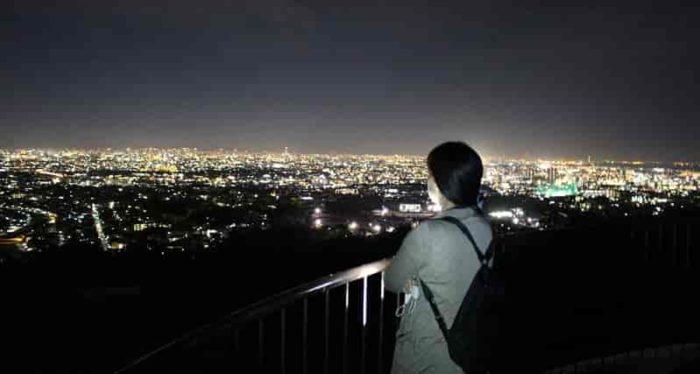 甲山森林公園の展望台から望む夜景です。