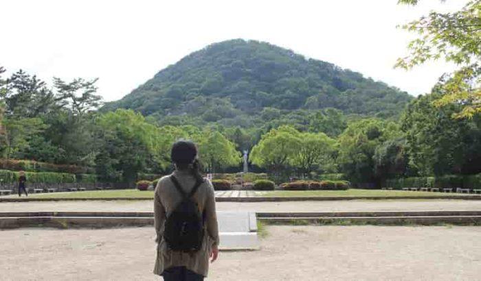 西宮市のシンボル「甲山」です。