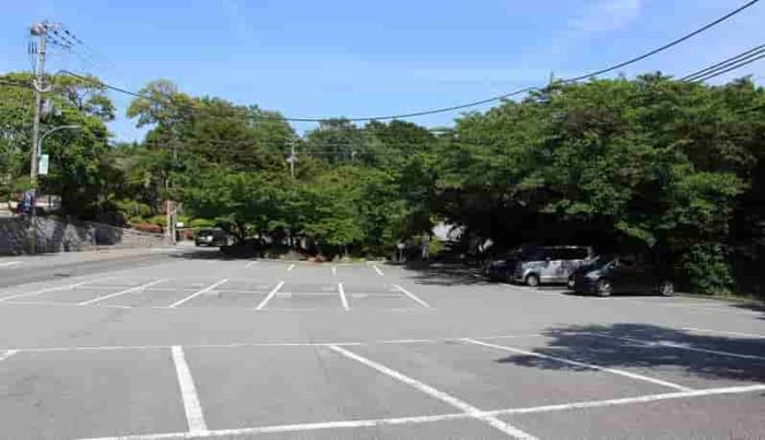 神呪寺に用意されている駐車場です。