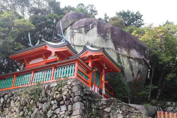 神倉神社の御神体「ゴトビキ岩」です。
