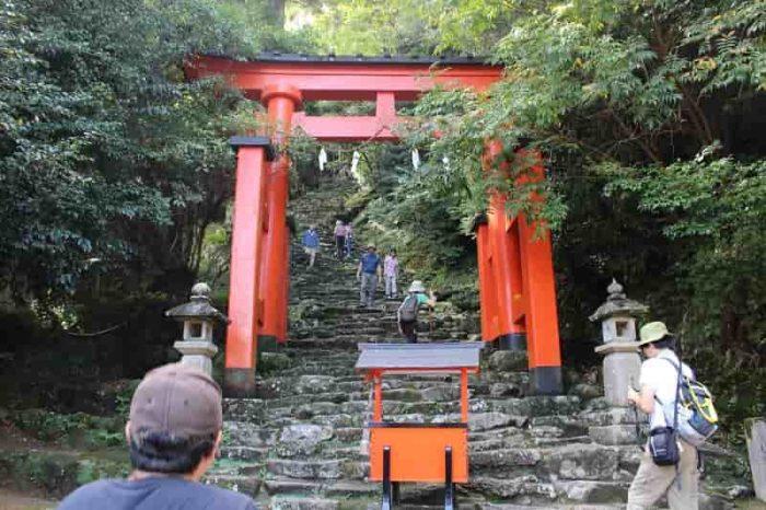 538段からなる鎌倉積みの石段です。