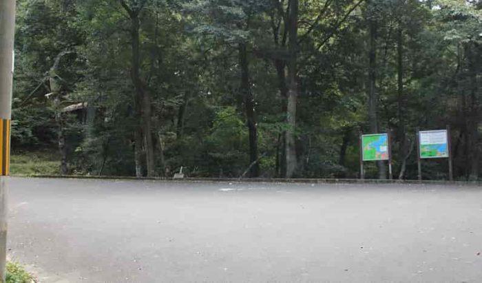 『金引の滝』の無料の駐車場です。