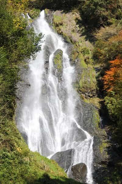 中国地方随一の名瀑「神庭の滝です。