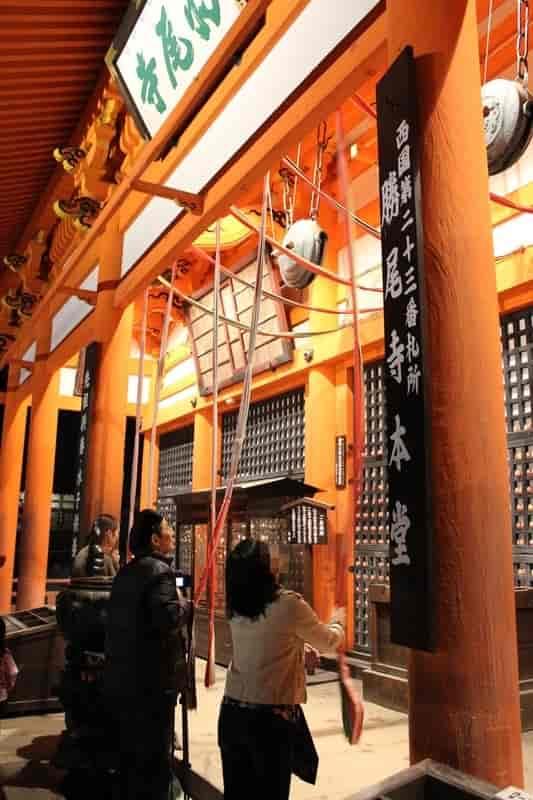 勝尾寺の『本堂』への参拝です。