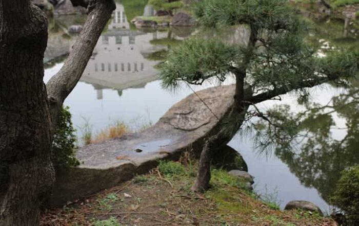 見どころのひとつ船形石です。