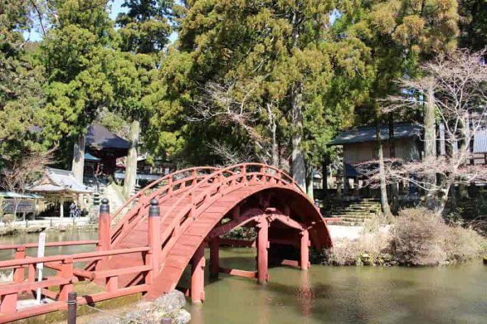 『連間の池』に架かる『蓮珠橋』です。