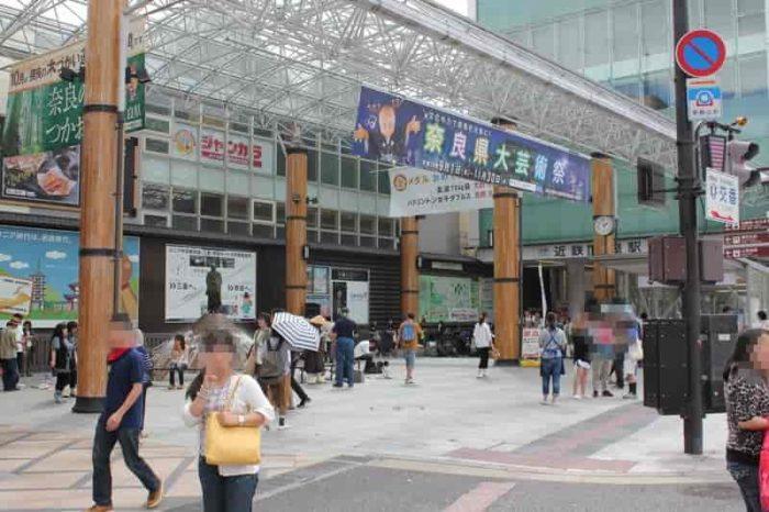 近鉄奈良駅から徒歩5分の距離です。