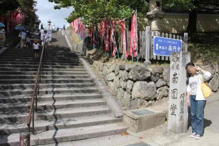 階段を上がると『興福寺』境内です。