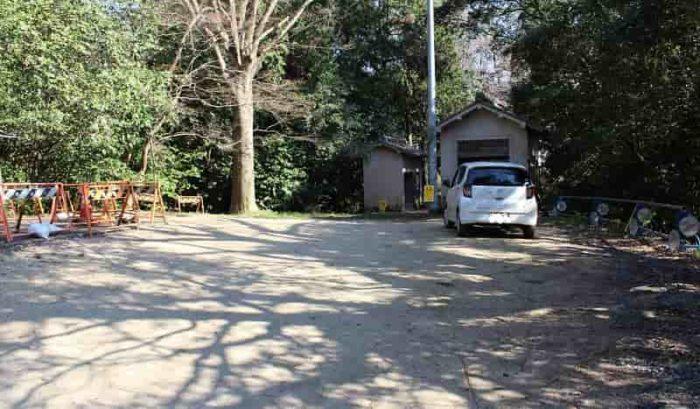 高貴寺の無料駐車場です。