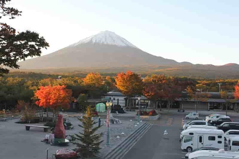 富士山と紅葉のコラボレーションです。