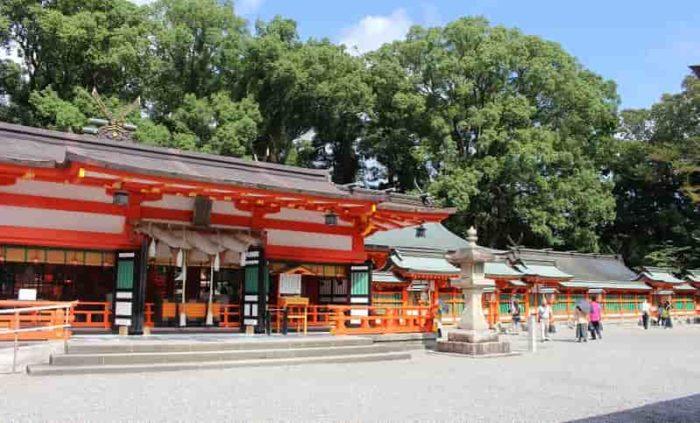 熊野速玉大社の拝殿と本殿です。