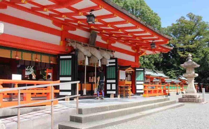 拝殿より熊野12所権現を参詣します。