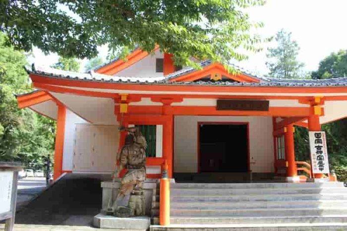 見どころのひとつ「熊野神宝館」です。