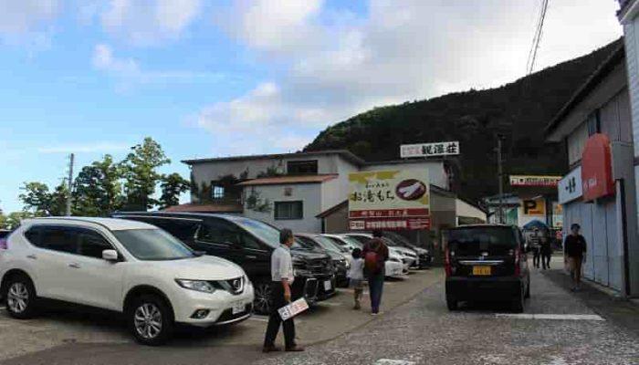 「和か屋本店」の無料駐車場です。