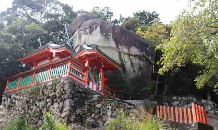 熊野速玉大社の摂社「神倉神社」です。