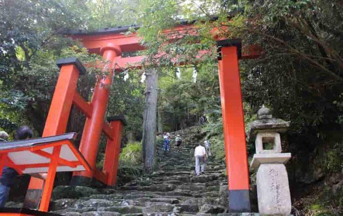 急勾配の「鎌倉積み」の石段です。