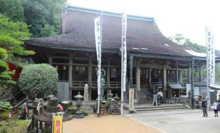 熊野三山のひとつ青岸渡寺です。