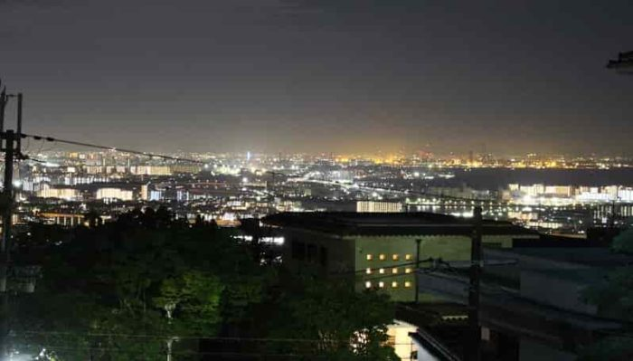 前山公園の踊り場より望む夜景です。