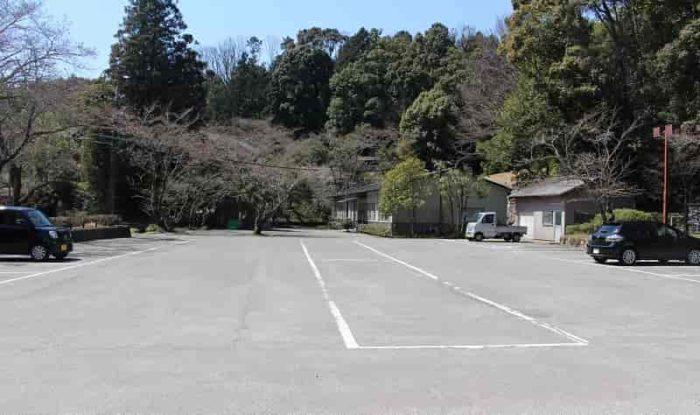 松平東照宮にある無料駐車場です。