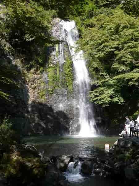 大阪随一の名瀑「箕面の滝」です。