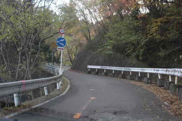 水吞地蔵院に向かう峠道です。