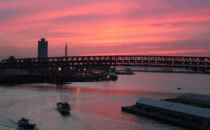 なみはや大橋より望む夕景です。